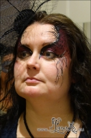 Lonnies_ansigtsmaling-Eye-Design-dark-red