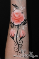 Lonnies_ansigtsmaling-Rose-paa-arm