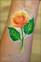 Lonnies_ansigtsmaling-arm-doodle-rose2