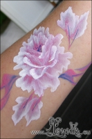 Lonnies_ansigtsmaling-blomst-paa-arm